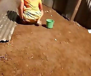 desi indian women pissing..